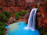 壮观的大峡谷瀑布