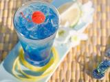 夏天蓝色鸡尾酒