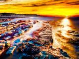 夕阳下的礁石