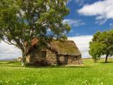 草坪上的石屋