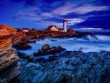 海边矗立的灯塔