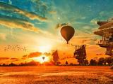 唯美夕阳中的热气球