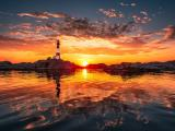 落日下的灯塔
