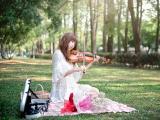 拉小提琴的文艺女孩