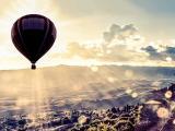 阳光下的唯美热气球