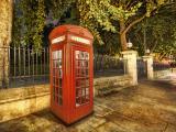 街角的复古电话亭
