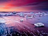 海上的晶莹冰块