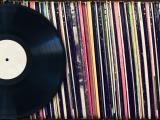 书本上的黑胶唱片