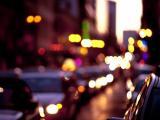 城市中的耀眼霓虹