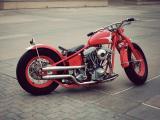 红色摩托车