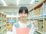 图书馆的文艺女孩