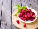 盘子里的树莓